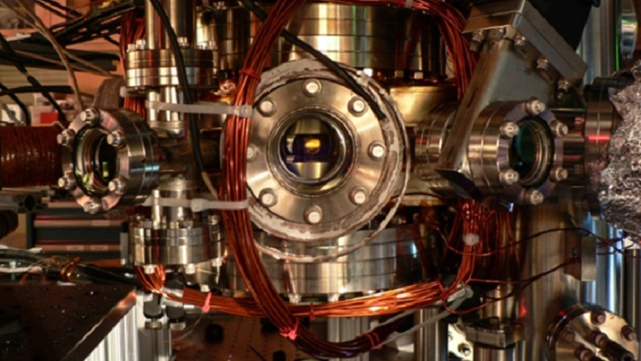 A vacuum chamber used to cool sodium-potassium molecules to ultracold temperatures. Image credit: MIT researchers.