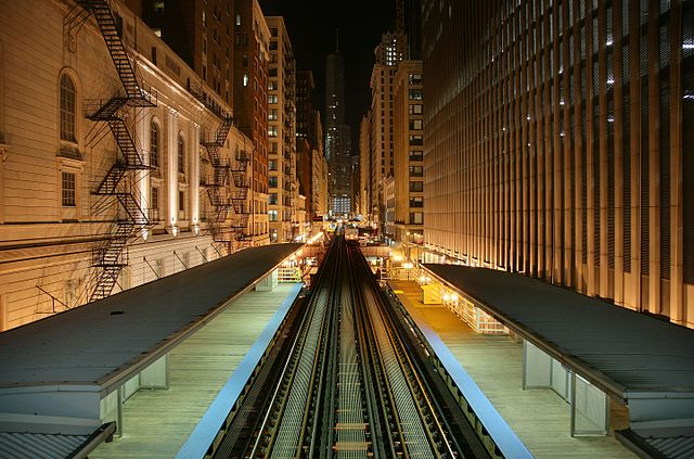 Looking north from Chicago 'L' station Adams and Wabash in Chicago Loop. Source: Daniel Schwen/CC BY-SA 4.0