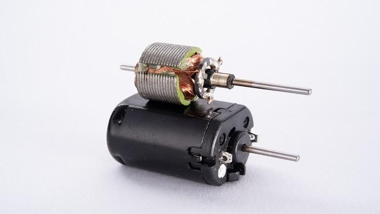 DC motor operation modes and speed regulation techniques