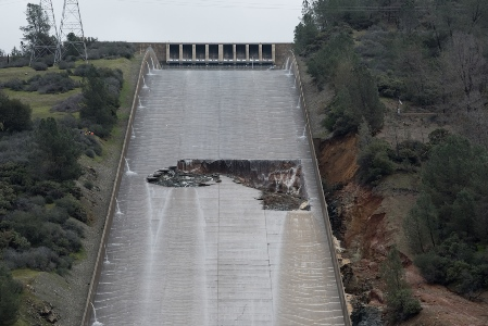 Eroded hole in the spillway on Feb. 7, 2017. Credit: Kelly M. Grow/Calif. DWR