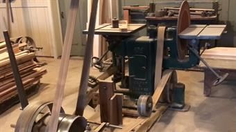 Video: How the Amish cut and craft their woodwork
