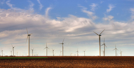 The Smoky Hills Wind Farm as seen from Interstate 70 in Kansas. Source: KU, Credit: Drenaline via WikiCommons
