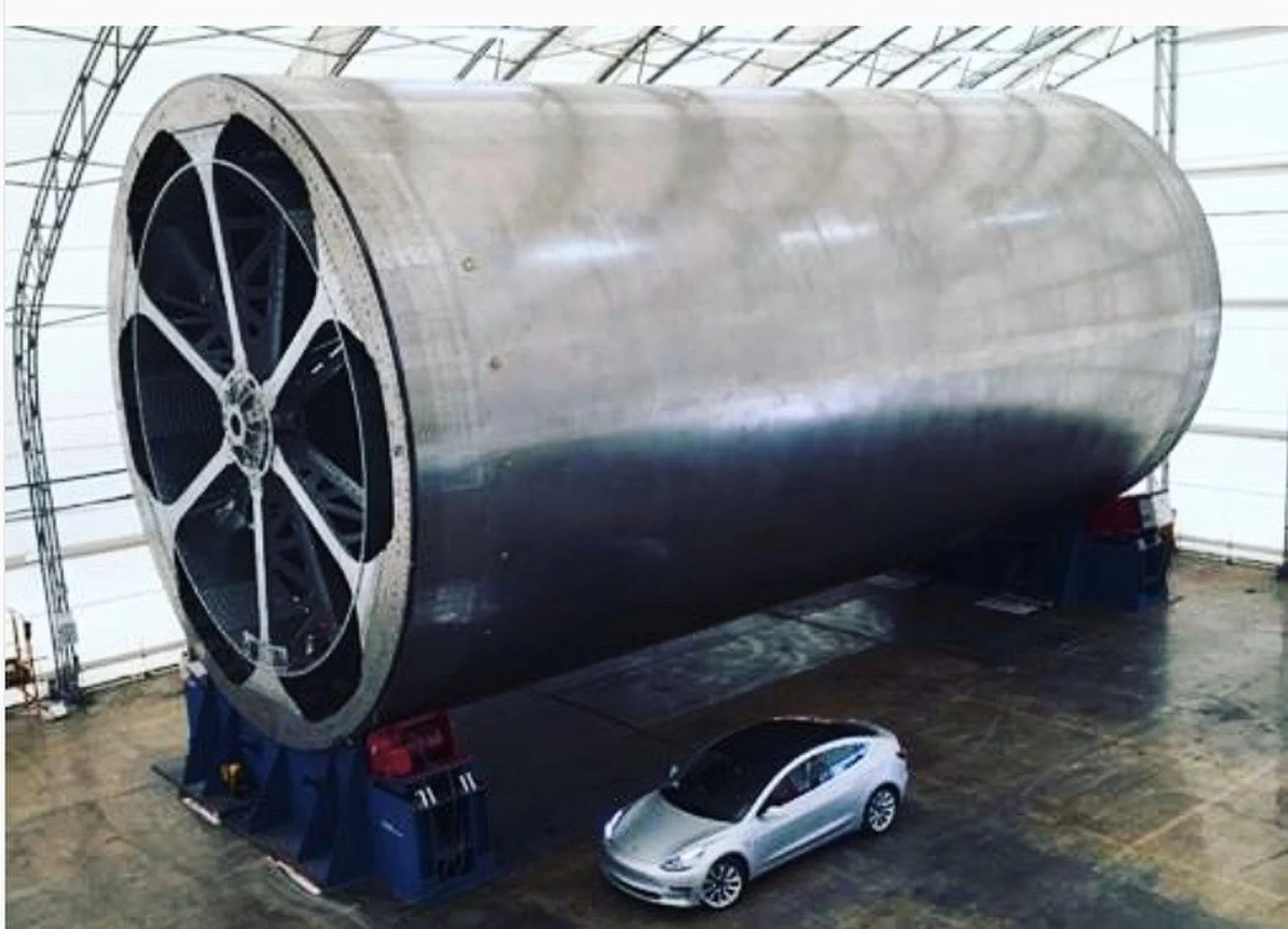 The massive BFR tool compared to a typical car. Source: Tesla/SpaceX