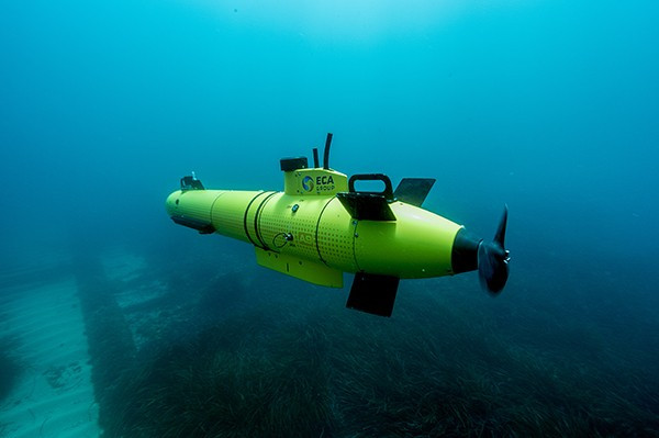 How Do Unmanned Underwater Vehicles Navigate Autonomously