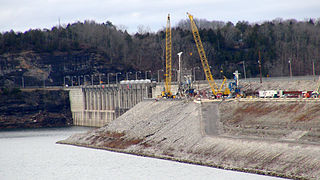 Construction crews work to install a concrete barrier wall into the embankment at Wolf Creek Dam in 2013. Image source: U.S. Army photo by Leon Roberts.