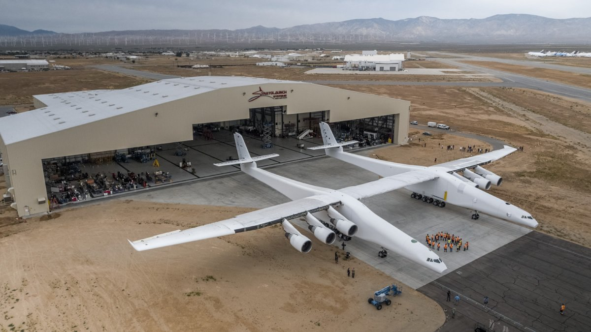 Stratolaunch leaves the hanger for engine testing. Source: Stratolaunch