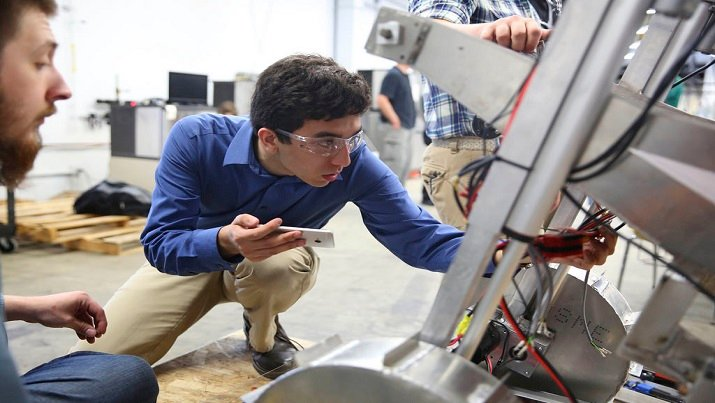 How to Become a Robotics Technician   Engineering360